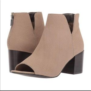KENNETH COLE REACTION BOOTIE
